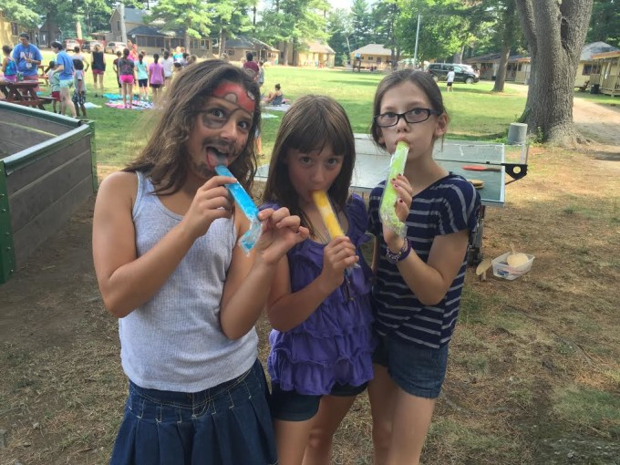 Kochavim enjoying popsicles on the first day of mini session dalet!