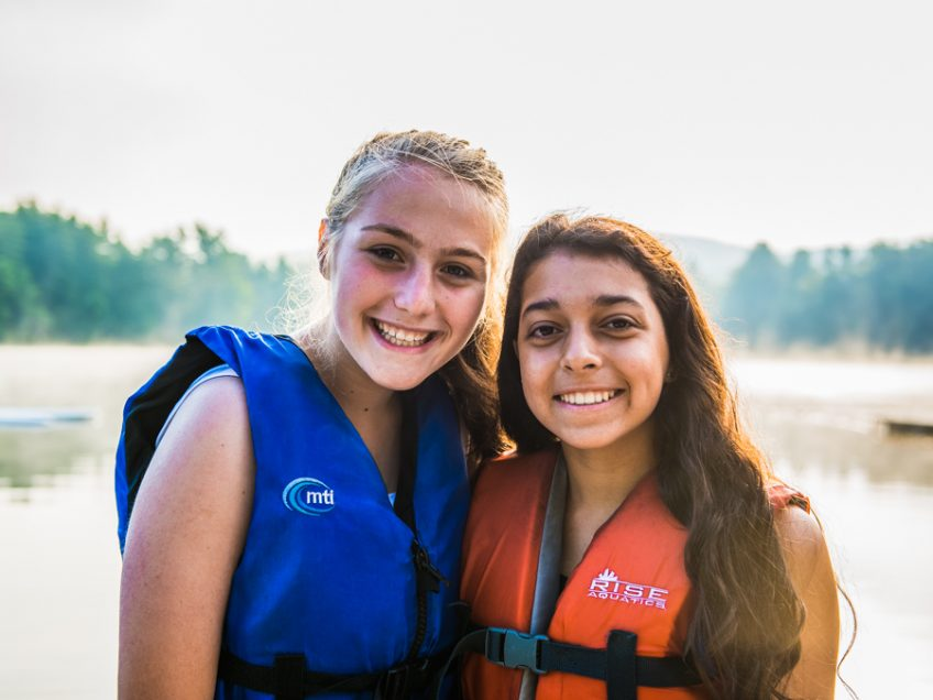 girls-in-lifejackets